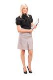 Jeune femme d'affaires retenant une planchette photo stock