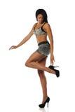 Jeune femme d'Afro-américain utilisant de hauts talons Image libre de droits