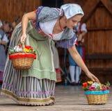 Jeune femme d'Italie dans le costume traditionnel Photos libres de droits