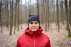 Jeune femme dans bois Images stock