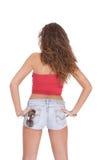 Jeune femme dans des circuits de jeans photo stock