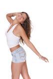 Jeune femme dans des circuits de jeans photographie stock libre de droits