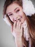 Jeune femme dans l'hiver Images stock