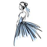 Jeune femme dans la belle robe de soirée Croquis de mode Photo libre de droits