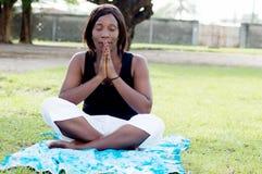 Jeune femme dans la méditation images libres de droits