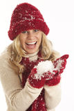 Jeune femme dans la neige Image stock