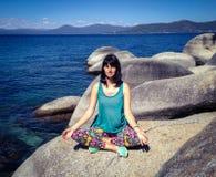 Jeune femme dans la pose de lotus Photo libre de droits