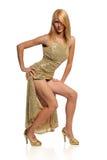 Jeune femme dans la robe d'or photo libre de droits