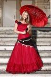 Jeune femme dans la robe rouge. photographie stock libre de droits
