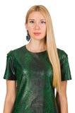 Jeune femme dans la robe verte d'isolement sur le blanc Images stock