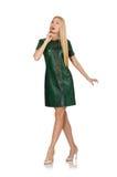 Jeune femme dans la robe verte d'isolement sur le blanc Images libres de droits