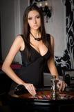 Jeune femme dans le casino Images libres de droits