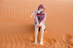 Jeune femme dans le désert Photo libre de droits
