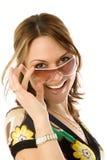 Jeune femme dans le glasse du soleil Image libre de droits
