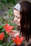 Jeune femme dans le jardin Photos stock