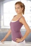 Jeune femme dans le maintien de ballet Image stock