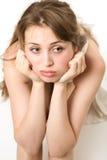 Jeune femme dans le regard de vent Photos stock