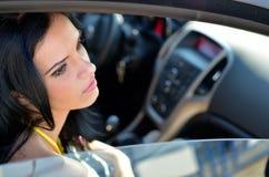 Jeune femme dans le véhicule photos libres de droits