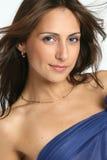Jeune femme dans une robe bleue transparente Photographie stock libre de droits