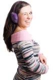 Jeune femme de beauté avec les écouteurs violets Photos stock