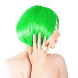 Jeune femme de beauté avec les cheveux verts luxueux Fille avec la SK fraîche Image stock