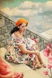 Jeune femme de beauté dans la robe parfaite Image stock