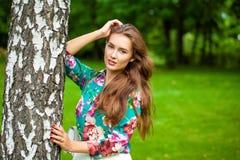 Jeune femme de brune photographie stock libre de droits