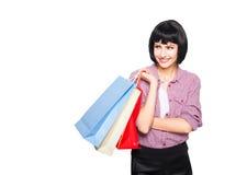 Jeune femme de brunette avec des sacs à provisions Photo libre de droits