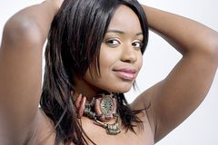 Jeune femme de couleur attirante, regard latéral photographie stock