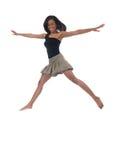 Jeune femme de couleur dans le grand projectile d'action de saut Photo libre de droits