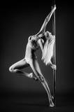 Jeune femme de danse de poteau Photo libre de droits