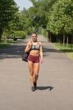 Jeune femme de forme physique Images stock