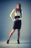 Jeune femme de mode dans le vêtement d'affaires photo libre de droits