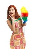 Jeune femme de nettoyage Image stock