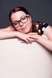 Jeune femme de repos Image libre de droits