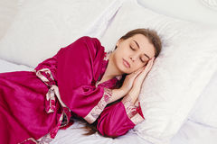Jeune femme de sommeil Images libres de droits