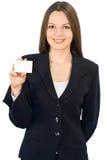 Jeune femme de sourire avec la carte Photographie stock libre de droits