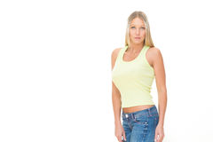 Jeune femme de sourire blonde avec la robe verte d'isolement sur le blanc Photographie stock libre de droits