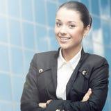 Jeune femme de sourire d'affaires Image stock