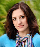 Jeune femme de sourire de brunette Photos libres de droits