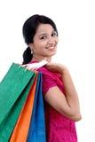 jeune femme de sourire heureuse avec des sacs à provisions photo libre de droits