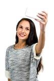 Jeune femme de sourire prenant le selfie image libre de droits