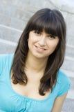 Jeune femme de verticale photographie stock libre de droits