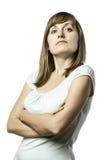 Jeune femme debout semblante arrogante Photos stock
