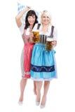 Jeune femme deux avec le verre de bière Image libre de droits