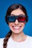 Jeune femme drôle en glaces 3d Photos libres de droits
