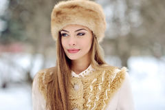 Jeune femme en hiver Photo libre de droits