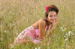 Jeune femme en nature Images libres de droits