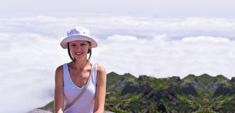 Jeune femme en nuages Images libres de droits