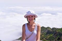 Jeune femme en nuages Image stock